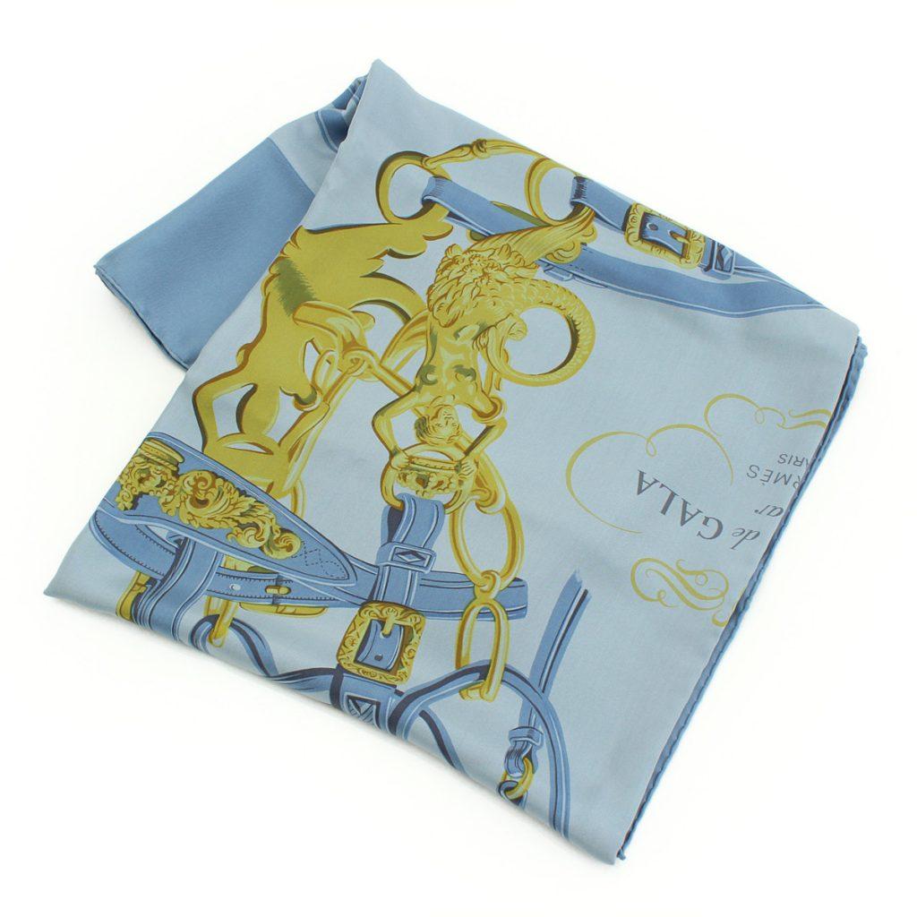 カレ140 ディップダイ シルクスカーフ BRIDES DE GALA 式典用馬勒