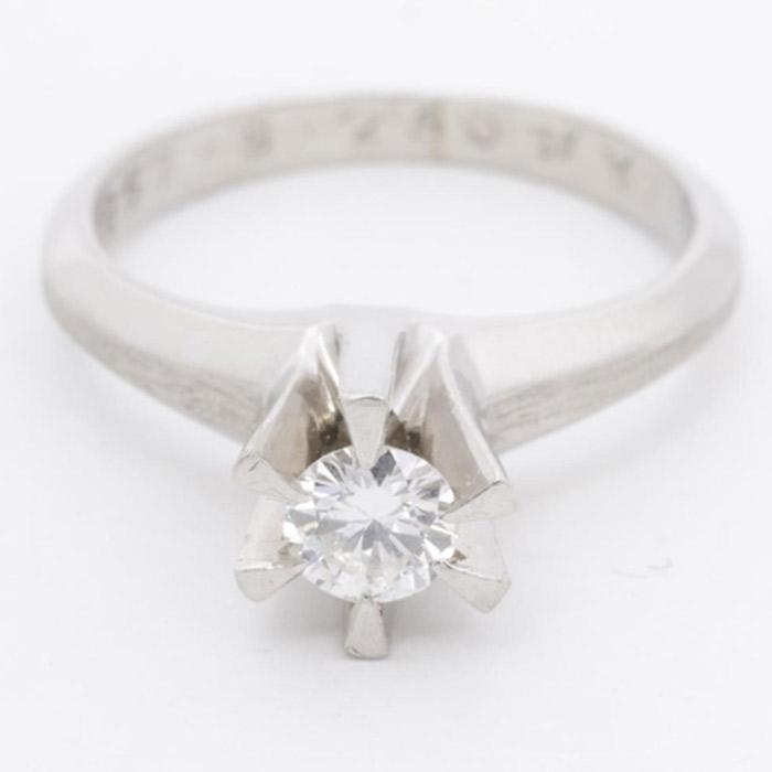 プラチナ ダイヤモンド エンゲージリング