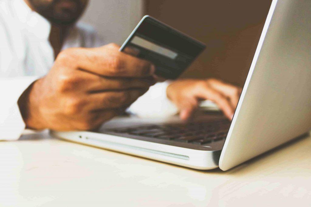 ポイ活おすすめサービスクレジットカードで貯める